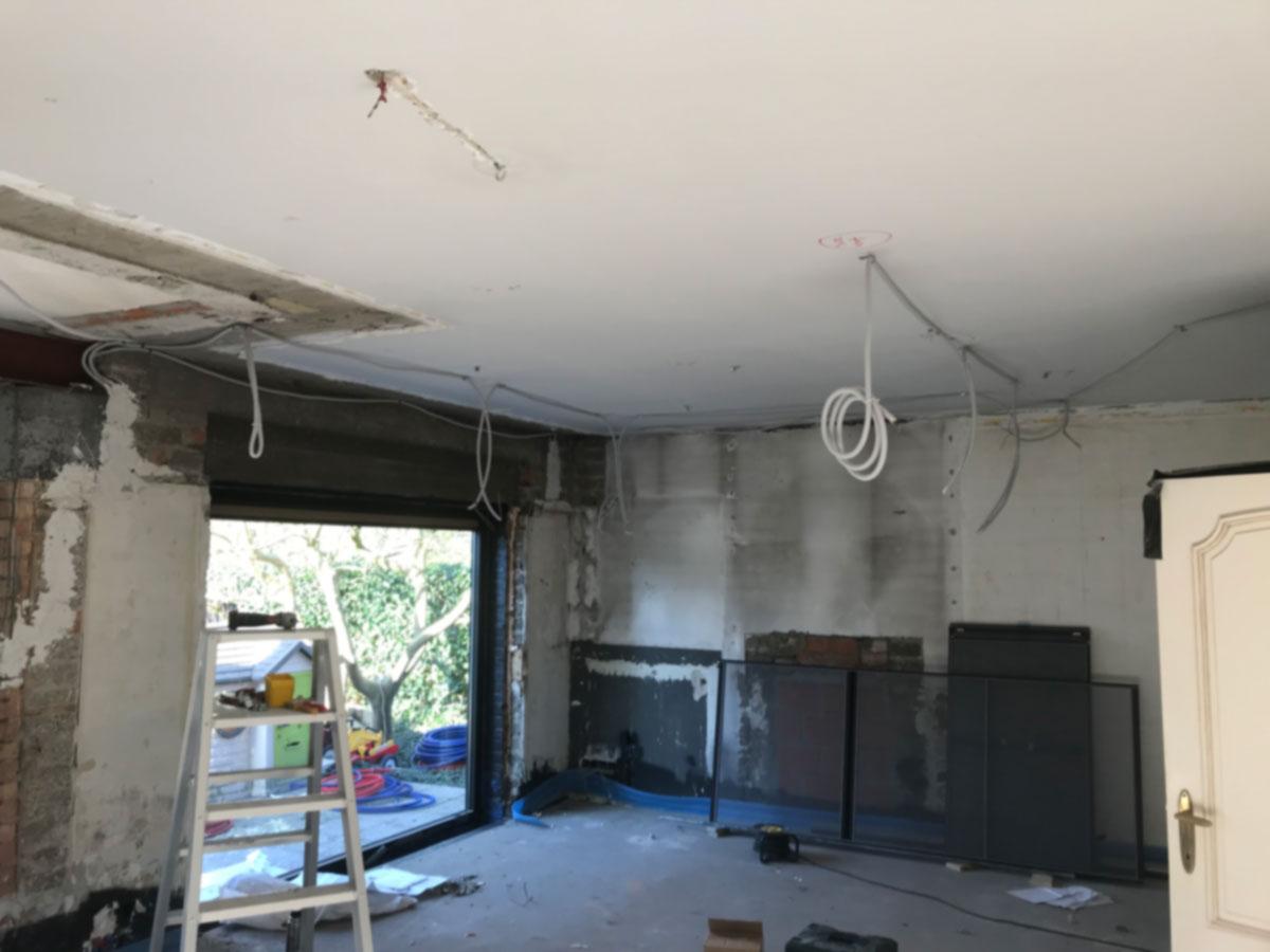 Verlichtingskabels in een vals plafond